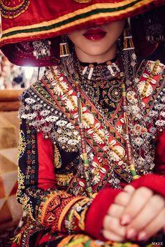 歌手梁文音絕美訂婚照曝光,化身魯凱族美麗新娘。