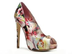 Never been into peep toes but I love the pattern on these!   Truth or Dare by Madonna Jabulania Pump