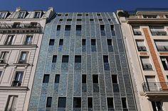 Emmaüs Quai de Valmy : une façade entièrement recouverte de panneaux solaires