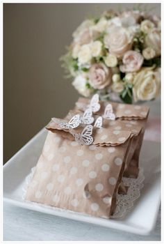 Favours, polka dot brown paper bags