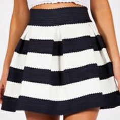 Navy and White striped skirt NWOT Navy and White striped skirt perfect for summer! Very stretchy bandage material. Size Medium Ginger G Skirts Mini