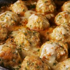 Onion Chicken Meatballs These Chicken Meatballs Have Everything You Love About French Onion Soup DelishThese Chicken Meatballs Have Everything You Love About French Onion Soup Delish Comida Diy, Chicken Meatball Recipes, Turkey Meat Recipes, Minced Chicken Recipes, Chicken Appetizers, Soup Appetizers, Meatball Dish, Meatball Meals, Meatball Appetizers
