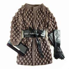 """Наш внешний вид - это образ жизни, замечали? Как сегодня ты одета, таким и будет твой день! С новой вариацией пальто """"Малинки"""" (теперь оно с рукавами реглан, более аккуратными и не объемными) можно позволить себе быть разной, мне захотелось создать образ бизнес-леди не лишенный женственности и притягательности, немного дерзкой и уверенной в себе! Так что вязаное пальто может не только окутывать теплом и уютом, но и задавать стиль всему твоему дню - каким он будет выбирать тебе! . Для…"""