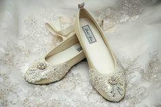Vintage Hochzeit - Flache Brautschuhe mit Stickereien und Perlen