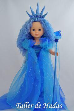 Oceánica. Custom Nancy de Famosa. Doll Fancy Dress, American Girl Doll Costumes, Nancy Doll, Barbie, Wellie Wishers, Jojo Siwa, Girl Doll Clothes, Vintage Dolls, Sewing Patterns