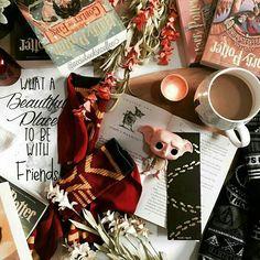 Harry Potter Pop, Rowling Harry Potter, Harry Potter Hogwarts, Slytherin, Harry Potter Wallpaper, Harry Potter Aesthetic, Autumn Cozy, Pictures Of People, Pixar