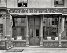 "New York circa 1904. ""Detroit Photographic Co., 218 Fifth Avenue -- 26th Street front."" Detroit Photographic, whose business was based on color postcard views and framed prints, had stores across the country around the turn of the century; in 1905 it changed its name to Detroit Publishing. In this view, the more you look the more people you see. 8x10 glass negative, Detroit Publishing Co"