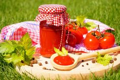 Domácí kečup Picnic, Basket, Table Decorations, Home Decor, Syrup, Decoration Home, Room Decor, Picnics, Picnic Foods