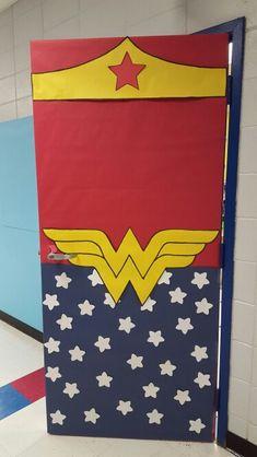 Puerta superh roes puertas decoradas y decoraci n del for Puerta wonder woman