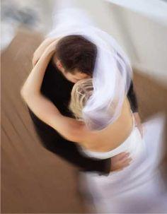 """visão  """"E no instante me peguei naquela cena imaginária que me envolveu e no instante me apareceu você de fraque,e gravata borboletinha me tirando para uma dança,eu linda de vestido branco como uma princesa eu era sua princesa, e juntos num instante da valsa do amor, eramos um só foi alguns segundos,foi real,estava eu acordada sonhando um lindo momento de amor, meu príncipe""""(Ane*)"""