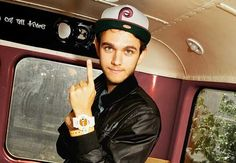 im sorry, i cant deal with zedd in a hat, or zedd ever