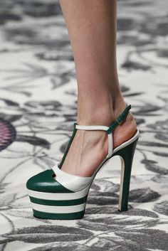 Gucci Spring 2016 Ready-to-Wear Fashion Show Details