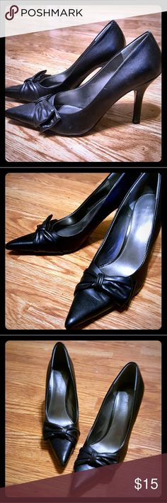 "NINE WEST Pointy Toe Black Pumps Classic pointy toe, Nine West pumps with sophisticated bow.  Only worn 2 times...there is a little wear on heels and on very tip of toes...not noticeable when wearing.  Leather upper.  3.5"" heel. Nine West Shoes Heels"