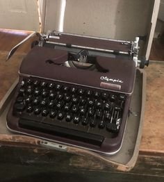 1954 Olympia SM3 De Luxe typewriter dark brown working