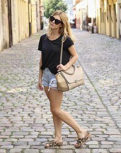 New fashion post. Celine trapeze bag. Leopard shoes. Vintage Levi's shorts. New look. Street style. Blogger. Fashion.