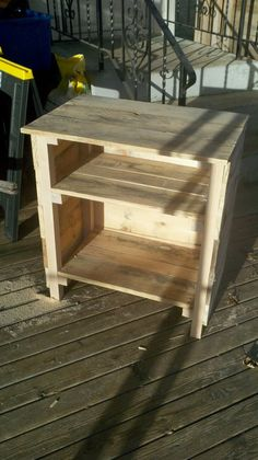 I love all these DIY with old pallets, we throw them away at work all the time    Night stand made out of pallets