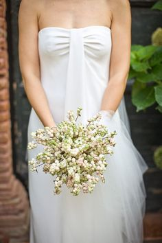 Unique bridal bouquet for natural wedding in Pesaro, Italy with photos by Daniele Del Castillo | via junebugweddings.com