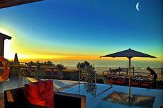 Sur les hauteurs de Tibidabo, le Gran Hotel La Florida surplombe la capitale catalane dévoilant des vues majestueuses sur la ville et la Méditerrannée en toile de fond. Si vous ne séjournez pas à l'hôtel, la terrasse du TBBar - qui n'est techniquement pas un rooftop pour les puristes - permet de profiter du décor aussi agréable que spectaculaire avec son immense infinity pool. On y viendra de préférence en fin de journée pour profiter du coucher de soleil.