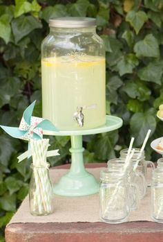 Love this idea for the kids drinks!
