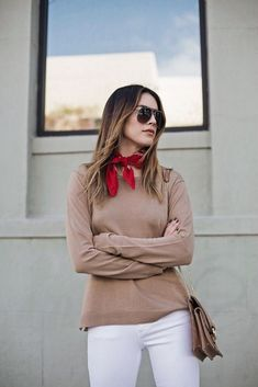 Look gorgeous with a bandanna around the neck for women (107)