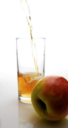 Make apple juice yourself: quick and easy - Utopia.de - Apple juice can be made with or without a juicer. Coconut Oil For Hemorrhoids, Natural Remedy For Hemorrhoids, Getting Rid Of Hemorrhoids, Natural Cures, Rosacea Remedies, Homeopathic Remedies, Piles Remedies, Gelee