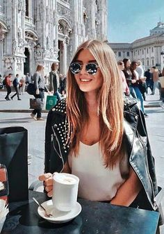 Best Picture For coffee drink breakfast For Your Taste You are looking for something, and it is goin Coffee Girl, Domestic Goddess, Pause, Female Poses, Coffee Break, Coffee Mornings, Morning Coffee, Best Coffee, Coffee Drinks