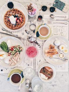 Har du en tur til New York i kalenderen i år? Så er her tre steder at spise, der får mine varmeste anbefalinger. Cool, happening og usnobbede. Og indenfor en prisramme, hvor alle kan være med. Og ja, to af dem er umiddelbart morgenmadsanbefalinger, jeg er jo morgen(mads)menneske om en hals. MEN begge steder har …