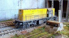 Locomotora diesel de la empresa privada TECSA, utilizada en el mantenimiento y construcción de infraestructuras ferroviarias. Escala H0.