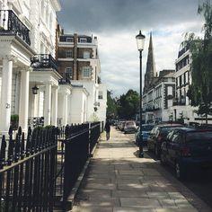 Rain clouds drift across the morning sky in South Kensington, London #BurberryWeather 17ºC | 62º