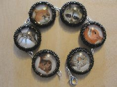 Perlenstickerei-Armband aus alten Bestimmungsbüchern Beaded Embroidery, Beads, Field Guide, Wristlets, Beading, Bead, Pearls, Seed Beads, Beaded Necklace