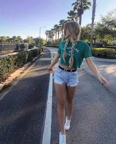 100 Summer Outfits to Wear Now denim shorts / Casual Summer Outfits For Women, Short Outfits, Trendy Outfits, Cute Outfits, Summer Shorts Outfits, Summer Ootd, Outfit Summer, Summer Wear, Dress Outfits