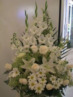 Montreal Florist — It's beautiful flowers arrangement. Funeral Floral Arrangements, Easter Flower Arrangements, Flower Arrangement Designs, Rose Arrangements, Beautiful Flower Arrangements, White Flowers, Beautiful Flowers, Unique Flowers, Vintage Flowers