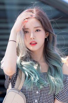 Korean Hair Color, Korean Short Hair, Korean Girl, Blue Hair, Dark Hair, Bebe Love, Girl Hair Colors, Kpop Hair, Coloured Hair