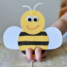 Incredibly Cute Bee Finger Puppets Craft It's clear we have a new favorite kind of craft in our house. Each new day brings new ideas for fun critters we want to make and our latest bee finger puppets are soooo Jar Crafts, Craft Stick Crafts, Preschool Crafts, Easter Crafts, Craft Sticks, Paper Craft, Easter Art, Bee Crafts For Kids, Toddler Crafts