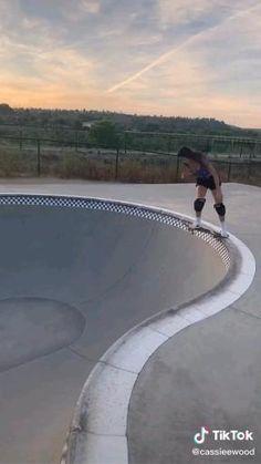 Beginner Skateboard, Skateboard Videos, Skateboard Decks, Skateboard Design, Skateboard Girl, How To Skateboard, Skater Girl Outfits, Skater Girls, Spitfire Skate