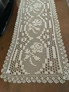 This post was discovered by ros Crochet Chart, Thread Crochet, Filet Crochet, Crochet Motif, Hand Crochet, Crochet Lace, Crochet Table Runner, Crochet Tablecloth, Doily Patterns