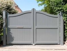 In jedem RAL-Farbton lieferbar - blickdichte Sichtschutz Gartentore mit geschlos. Available in any RAL color - opaque privacy Garden gates with closed filling. Made to measure from Northern G House Front Gate, Front Yard Fence, Front Gates, Wooden Garden Gate, Wooden Gates, Garden Doors, Door Gate Design, House Gate Design, Farm Gate