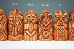 thor odin odin e thor . odin e thor tatuagem . thor and odin . thor son of odin . odin and thor tattoo . Art Viking, Viking Woman, Vikings, Crea Cuir, Odin And Thor, Whittling Projects, Whittling Patterns, Wooden Statues, Linden Wood