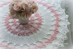 Lacy Crochet - Honeysuckle Doily, Free Vintage Pattern ~ just beautiful! like the color changes too. Would be nice with either the light pink and white, or with light blue and white. Thread Crochet, Filet Crochet, Crochet Yarn, Crochet Blankets, Crochet Scarves, Irish Crochet, Crotchet, Crochet Dollies, Crochet Gifts