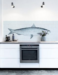 Our KitchenWalls Wallpaper Splashback- Fish will create an original focal point in any kitchen. On a background of 'Oude Witjes' (Dutch Old Whites) this beautiful drawing Kitchen Wall Decals, Kitchen Vinyl, Kitchen Rules, New Kitchen, Kitchen Dining, Kitchen Decor, Backsplash Wallpaper, Countertop Backsplash, Backsplash Panels