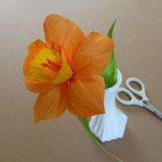 Flores de papel Paper flower DYS Tutorial Daffodil - Patterns for Crepe Paper Flowers | eHow #crepepaperflowers