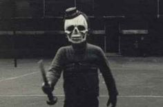 71 Vintage Halloween Costumes That Will Give You Nightmares. Wanna creep people out on halloween? we could definitely learn a thing or two about freakiness from historic costumes. Retro Halloween, Halloween Fotos, Vintage Halloween Photos, Creepy Halloween Costumes, Halloween Pumpkins, Halloween 2014, Halloween Stuff, Happy Halloween, Creepy Stories