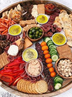 How to make an EPIC Charcuterie Board with cured meats, cheese, veggies, nuts, olives. Charcuterie Recipes, Charcuterie And Cheese Board, Charcuterie Platter, Antipasto Platter, Wine Appetizers, Appetizer Recipes, Healthy Eating Recipes, Cooking Recipes, Vegan Party Food