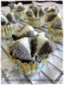 I don't want to miss NCC Bolkus Event , made these steamed sponge cupcakes (Bolu Kukus) early in the morning for the breakfast. No Bake Desserts, Dessert Recipes, Asian Buns, Steamed Cake, Steamed Buns, Asian Desserts, Asian Snacks, Chinese Desserts, Sponge Cake Recipes
