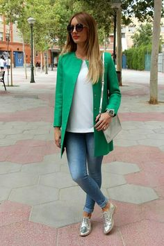 Many women's shoe collections do not contain a pair of silver shoes and that is indeed a shame. Silver shoes can add a different look to an outfit that you never imagined before. From casual … Loafers Outfit, Oxford Shoes Outfit, Tennis Shoes Outfit, Silver Outfits, Look Fashion, Fashion Outfits, Look Blazer, Body Suit Outfits, Silver Shoes