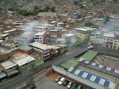 En #Venezuela hay #Hambre entre el #Pueblo ameneció con #Protestas por la ciudadanía y gran #Represión BRUTAL por parte de la tiranía /// En la #Foto la Parroquia La Vega en #Caracas  @CESCURAINA/Prensa en Castellano en Twitter