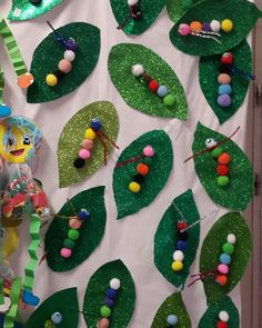 caterpillars on leaves Crafts For 3 Year Olds, Easy Crafts For Kids, Diy For Kids, Zoo Crafts, Animal Crafts, Bug Activities, Craft Activities For Kids, The Very Hungry Caterpillar Activities, School Art Projects