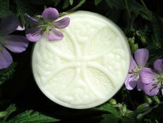 This super-fatted French-style soap exfoliates lightly while gently cleansing your skin for a clean, fresh feel. Made with olive oil, beeswax and shea butter for extra richness. Scented with essential