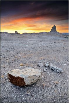 Pinnacles National Park, California What A Beautiful World, Lake Park, Awesome Things, Natural Wonders, Cacti, Amazing Nature, Sunsets, Amazing Photography, Monument Valley