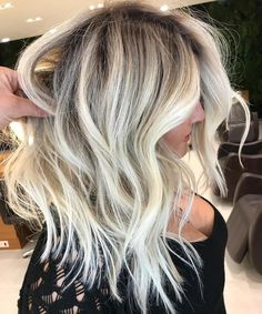 Blonde Goals ✨✨ this gorgeous colour by @romeufelipe aka hair god #hairenvy #blonde #blondebalayage #blondhair #instahair #hairgoals #waves #curls #stylingoals